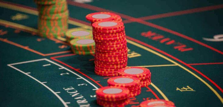 Para jugar baccarat, puedes escoger entre un bono sin depósito o un bono de bienvenida