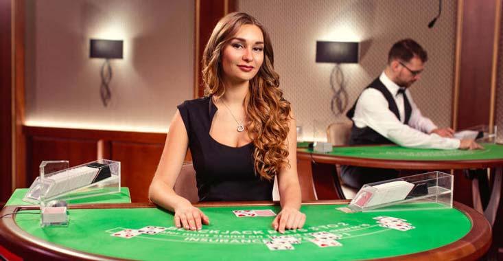 Lo mejor de jugar blackjack en vivo es la posibilidad de interactuar con el dealer y otros jugadores