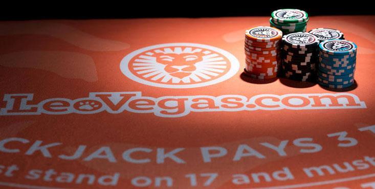 El dinero está en la mesa, ¡prepárate para jugar Blackjack!